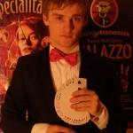 Максим Мелешко - фокусник, иллюзионист в Киеве на свадьбу, корпоратив, детский день рождение, мероприятия